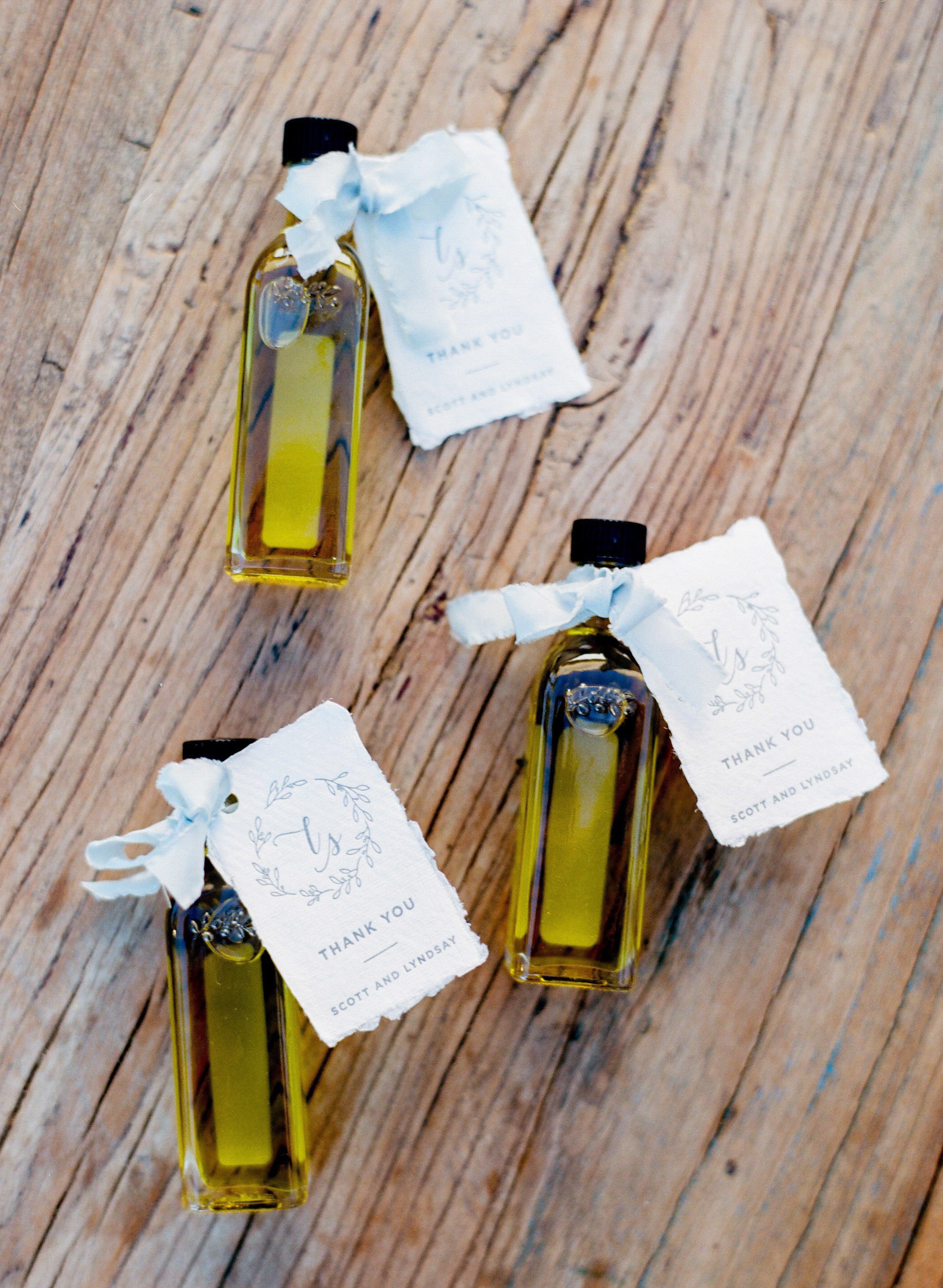 30 Wedding Favors That Keep Guests Talking After The Weekend