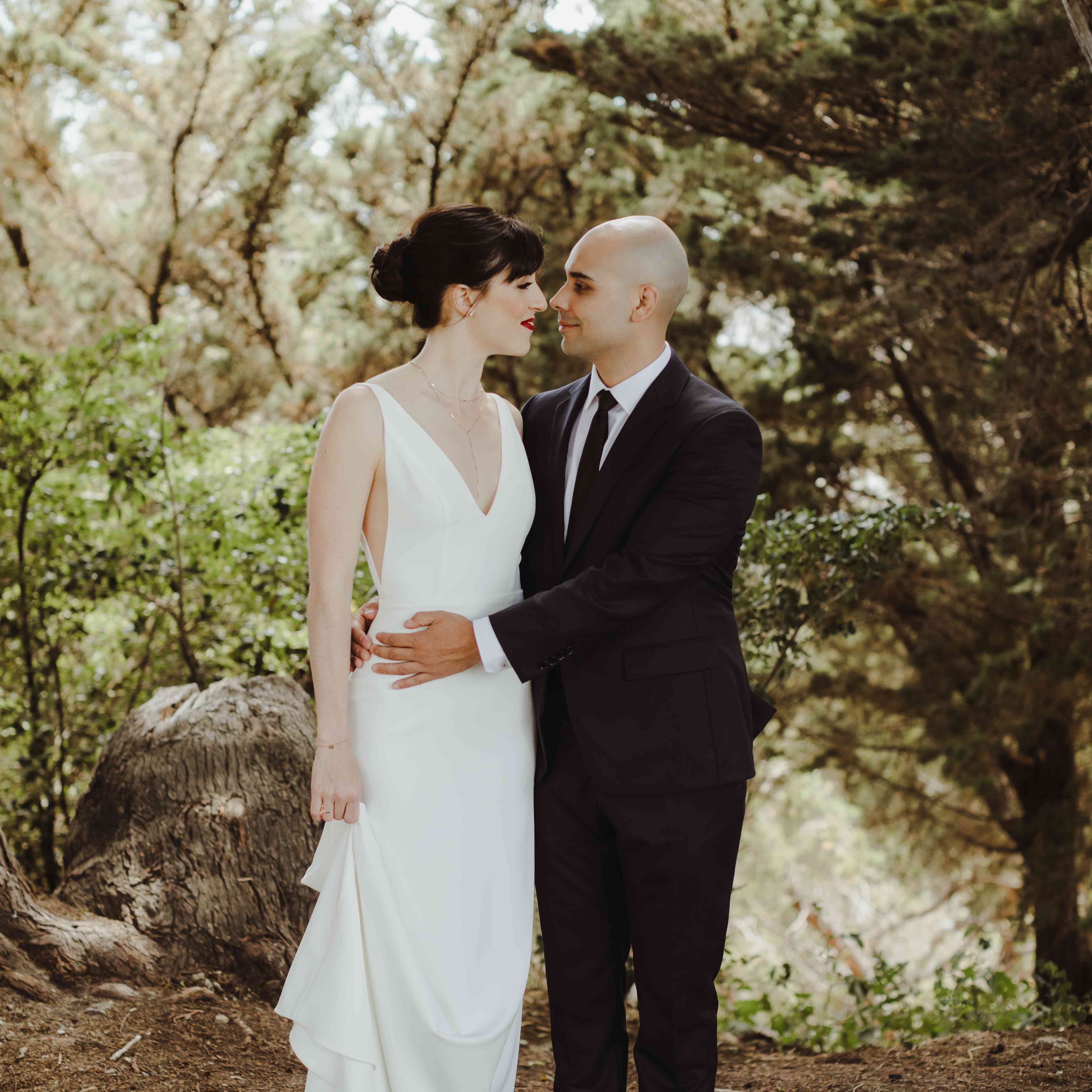 <p>bride and groom outdoor wedding</p><br><br>