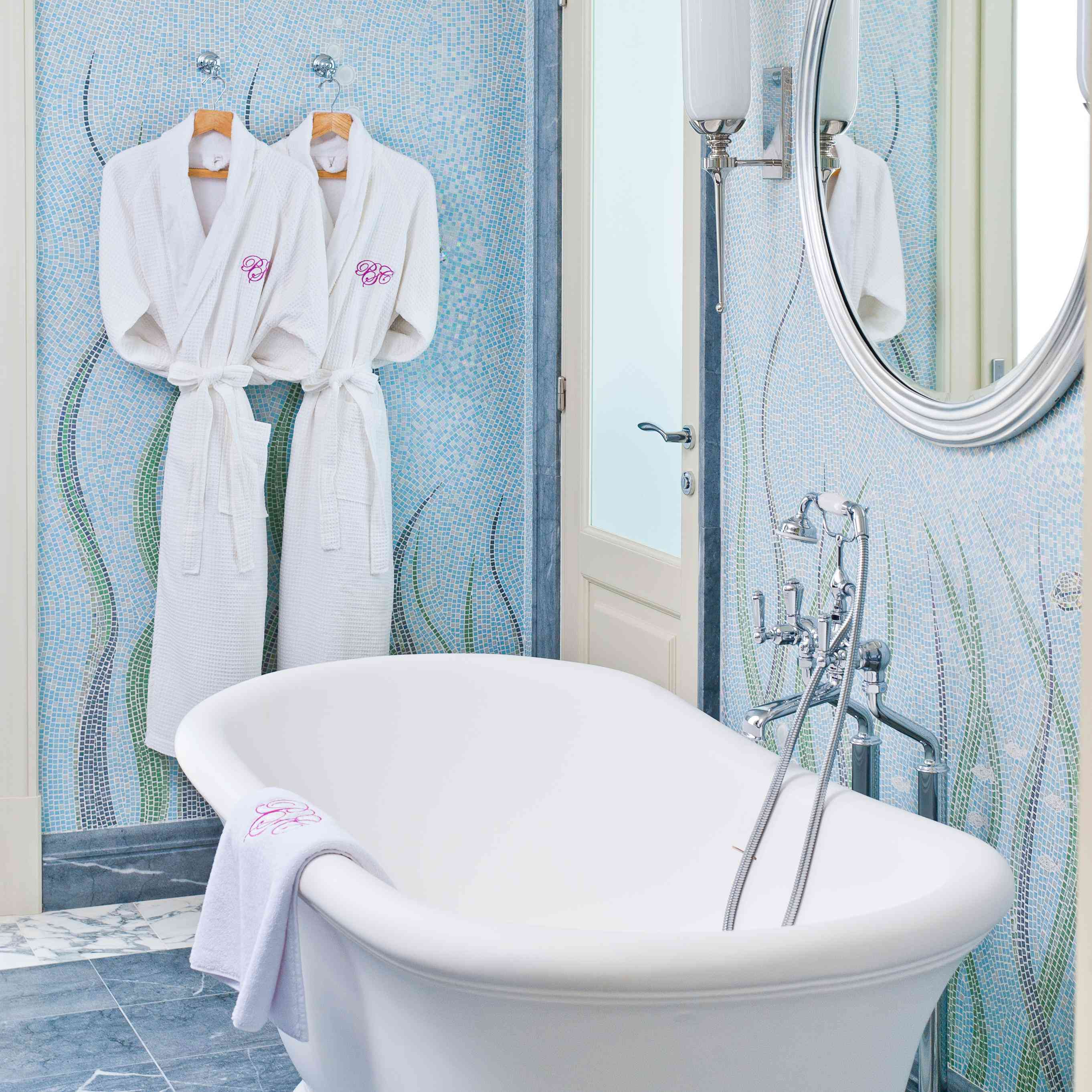 11 Items to Make Your Bathroom Super Chic