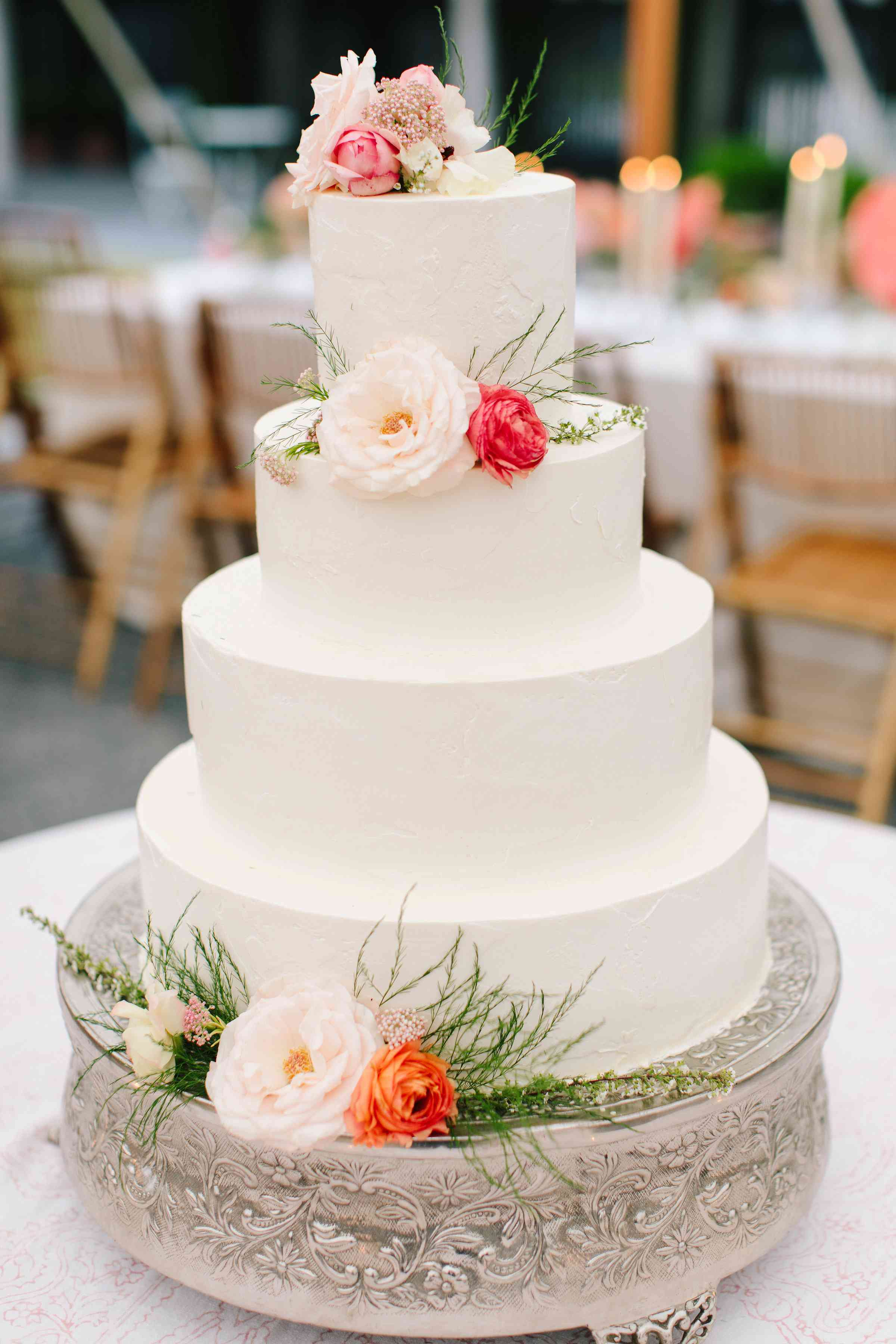 white wedding cake flowers