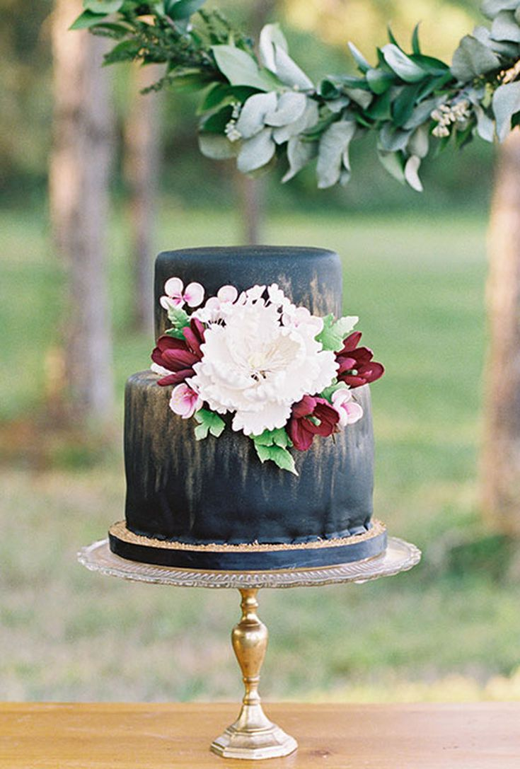 22 Dark Wedding Cakes