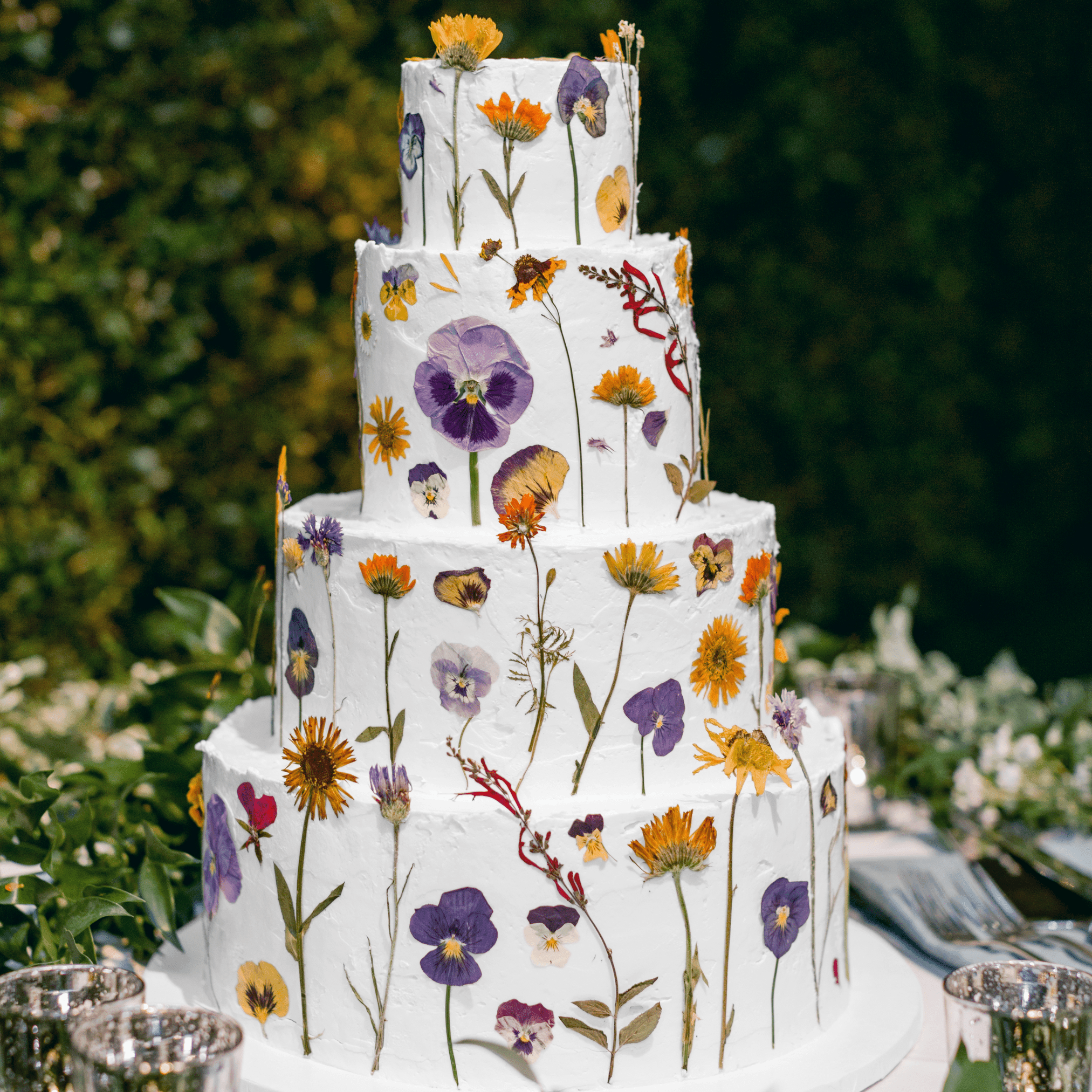 10 Ways To Decorate A White Wedding Cake So It S Anything