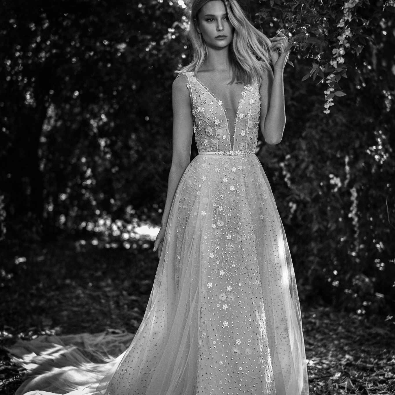 Valentina sleeveless wedding dress
