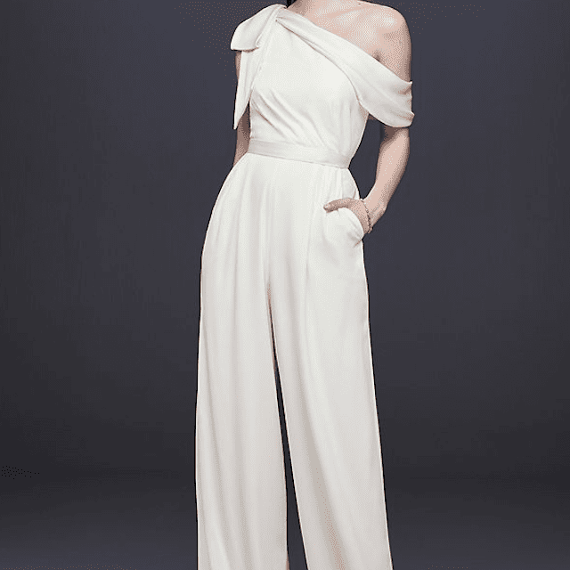 Crepe jumpsuit with bow