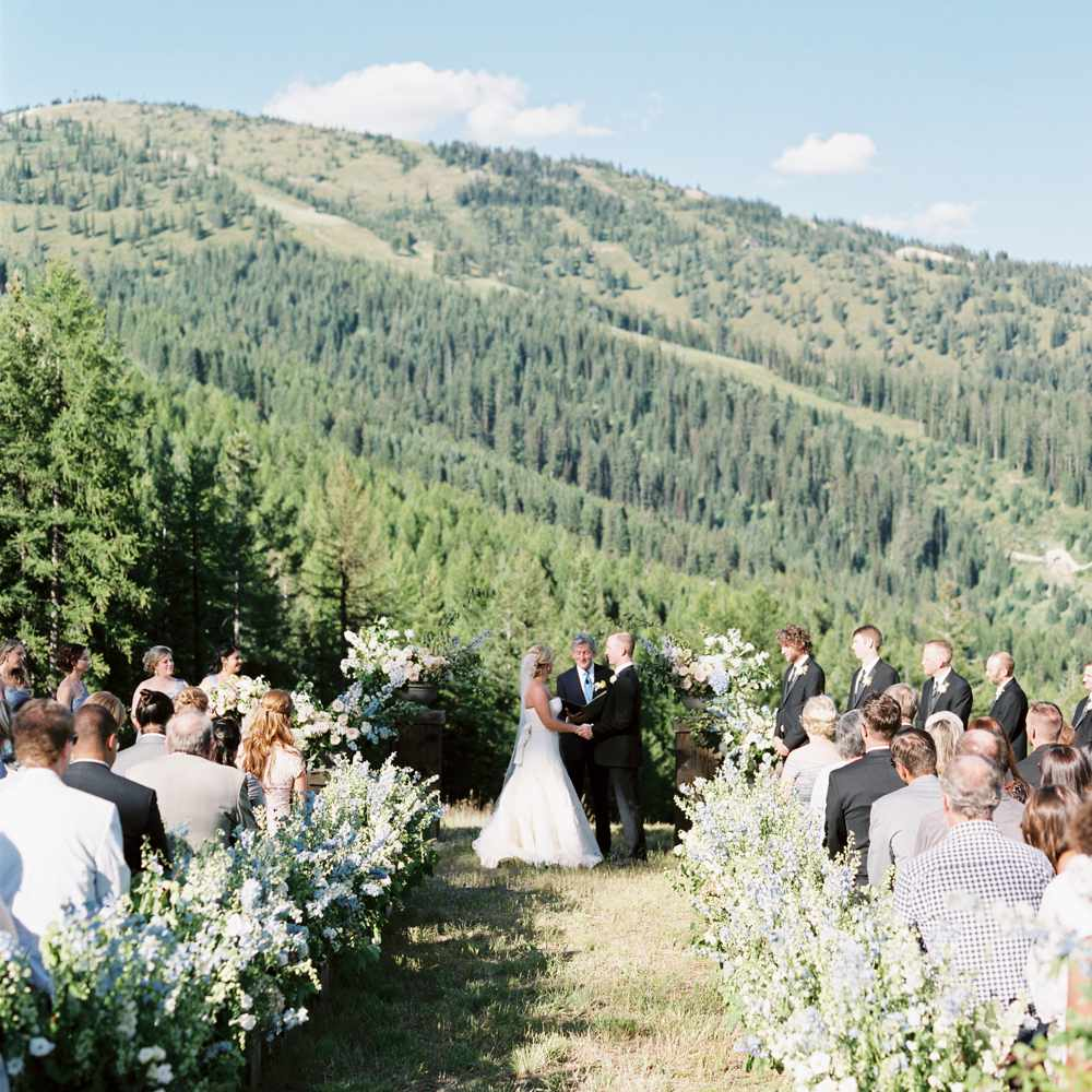 19 Ideas For Hosting An Outdoor Wedding With Breathtaking Views