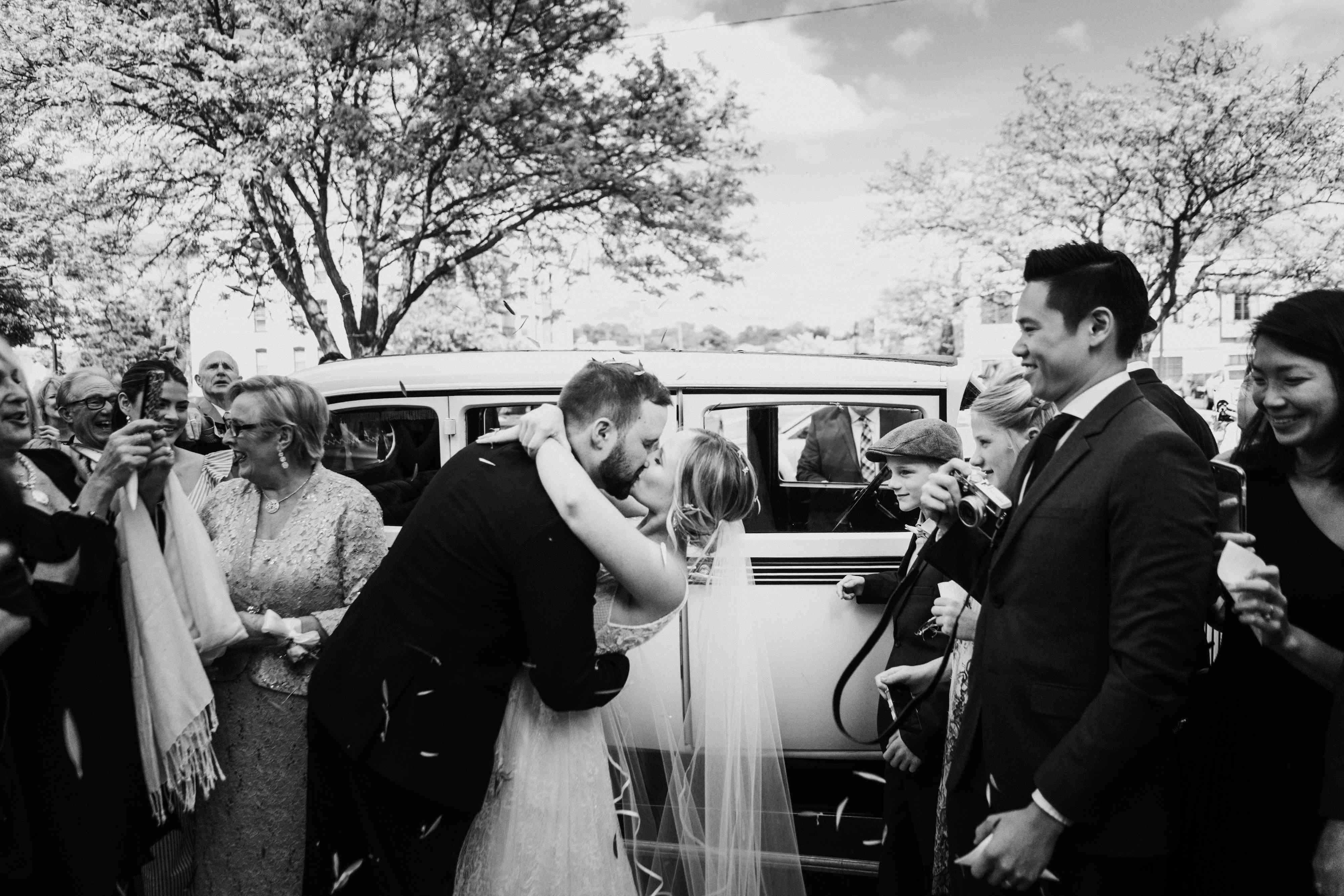 newlywed weddings kissing