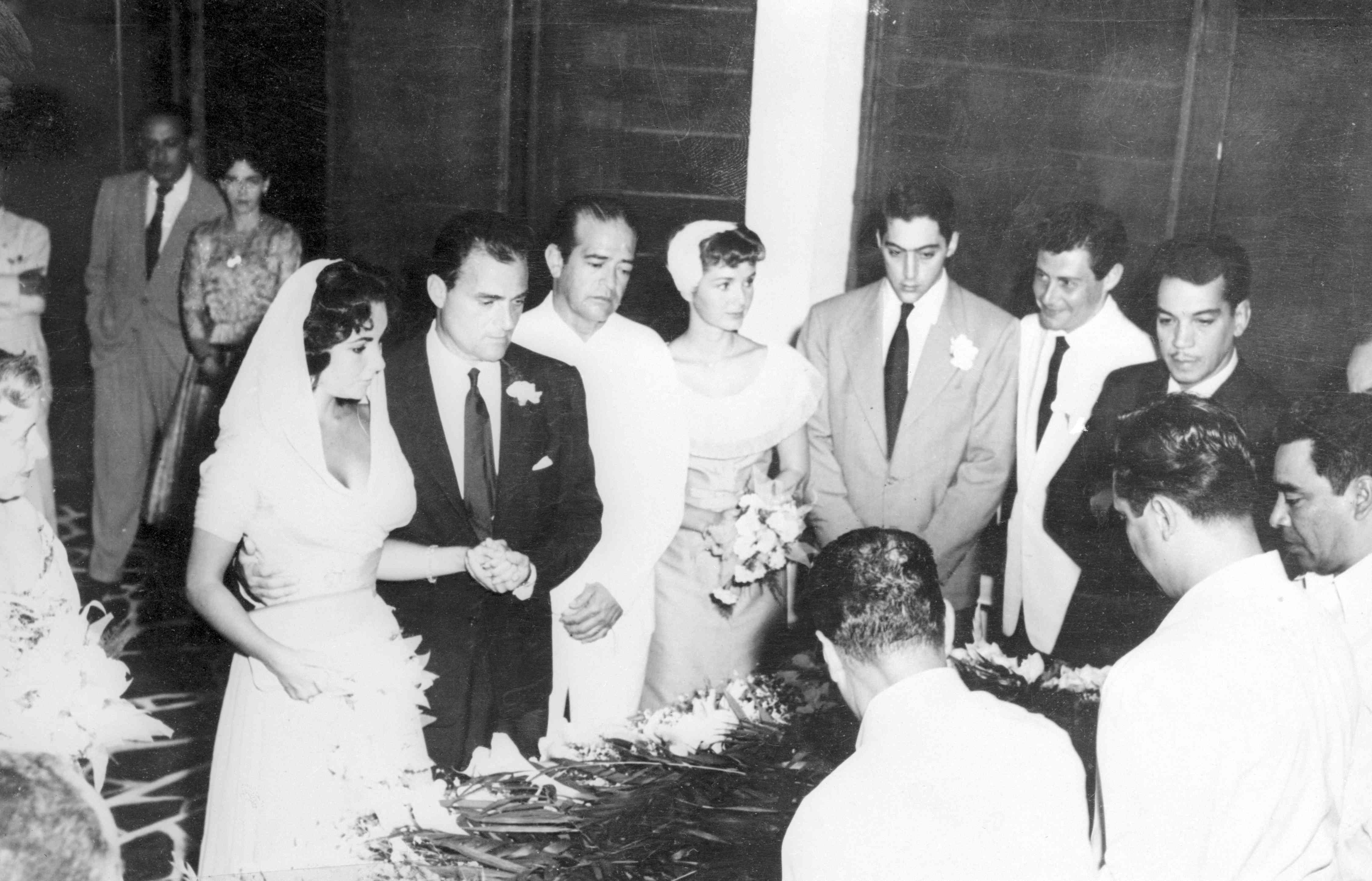 Elizabeth Taylor S 8 Wedding Dresses In Photos