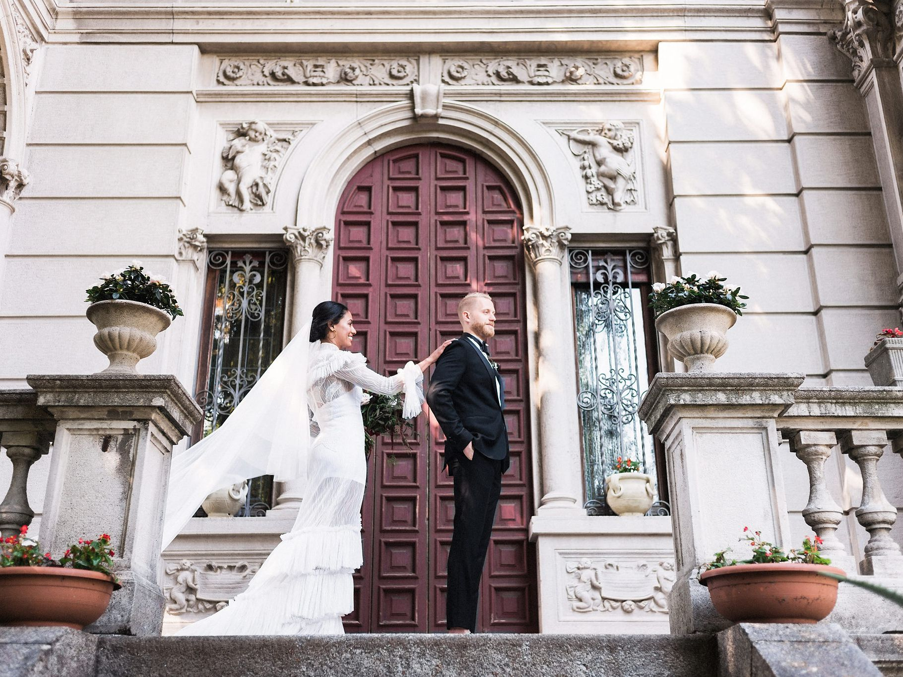 The Pros and Cons of First-Look Wedding Photos