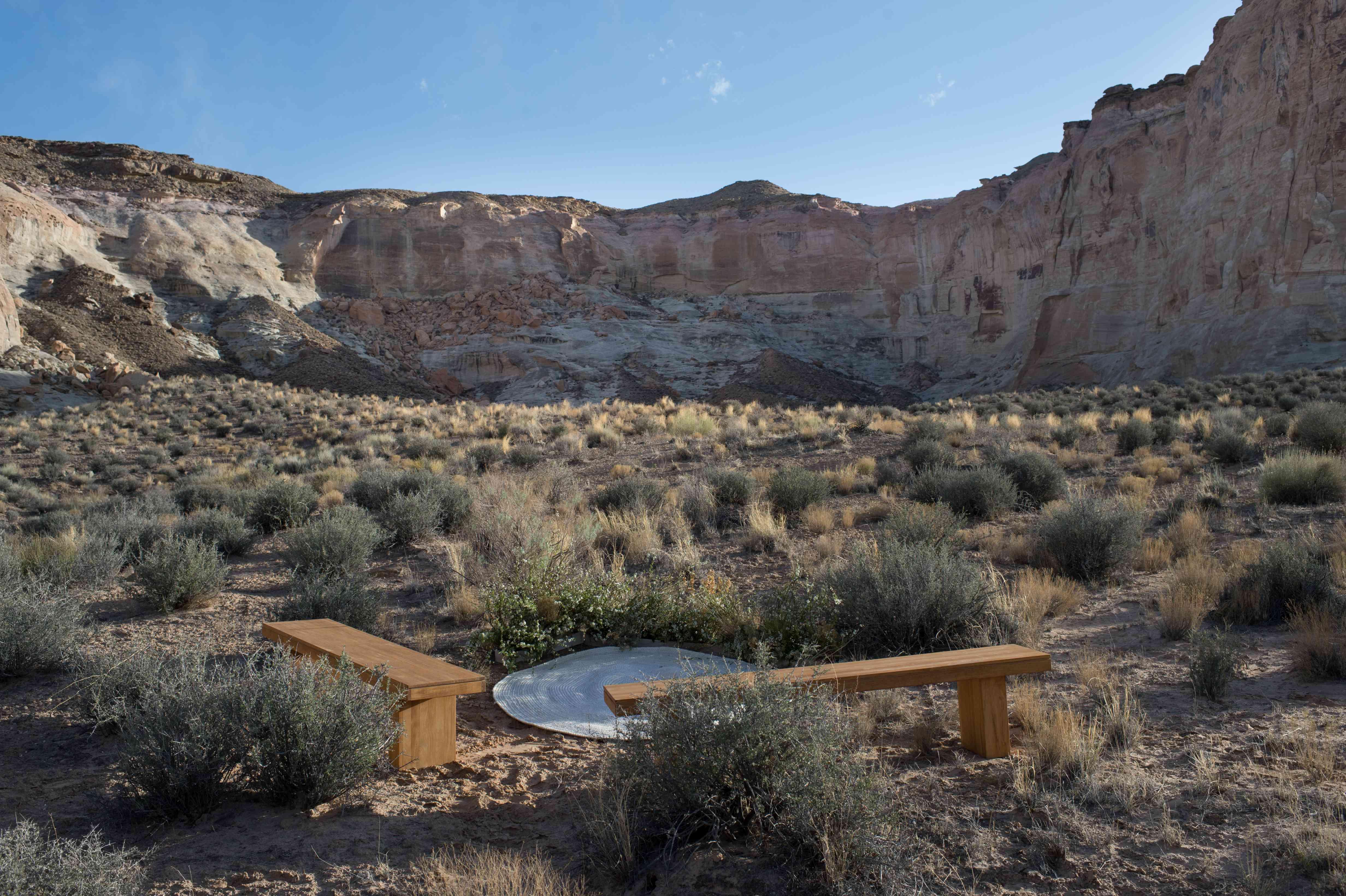 <p>venue desert canyon</p><br><br>