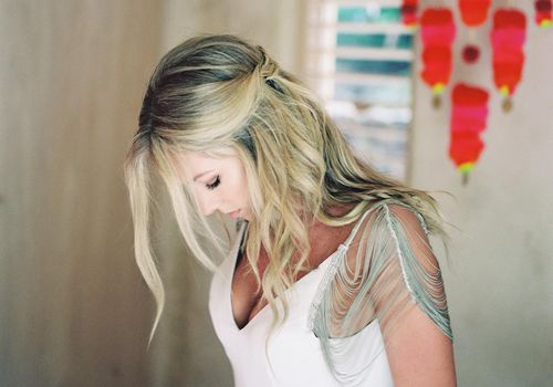 <p>bridal hairstyle half up half down</p>