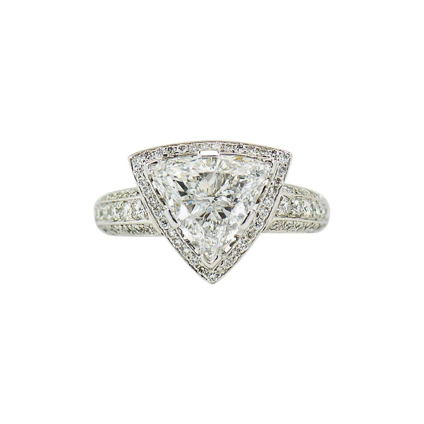 1stDibs 1stDibs GIA Certified 3.00 Carat E, VS1 Trilliant Center in Diamond Halo Platinum Ring