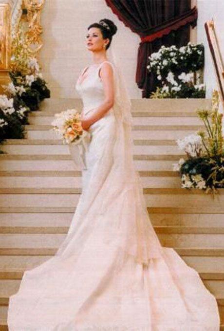 Catherine Zeta Jones marries Michael Douglas in Christian Lacroix, 2000
