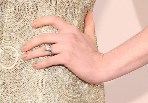 Anne Hathaway engagement ring
