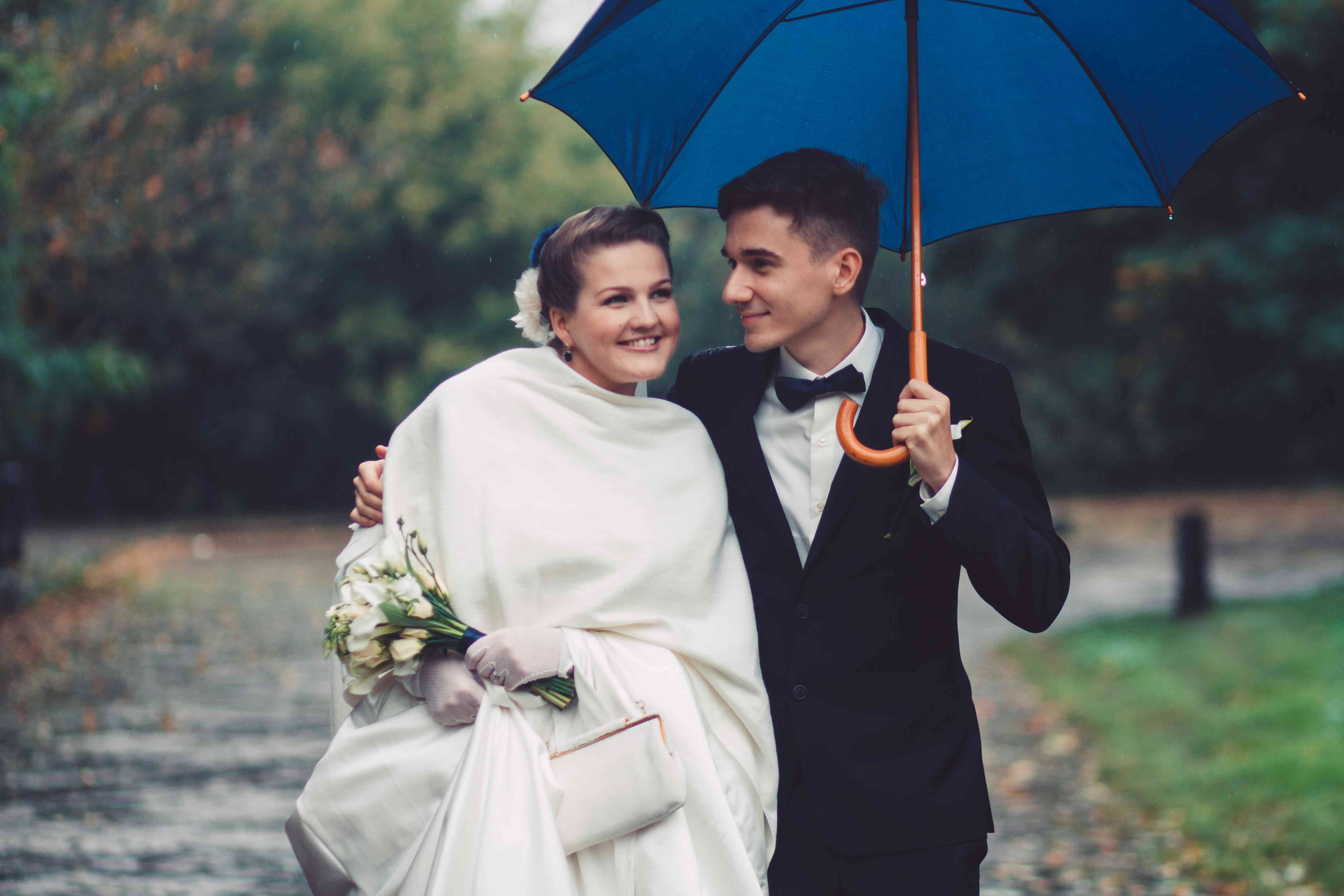 Bad Wedding Photos.Chill Out 3 Ways To Banish Bad Weather Anxiety For Your Outdoor Wedding