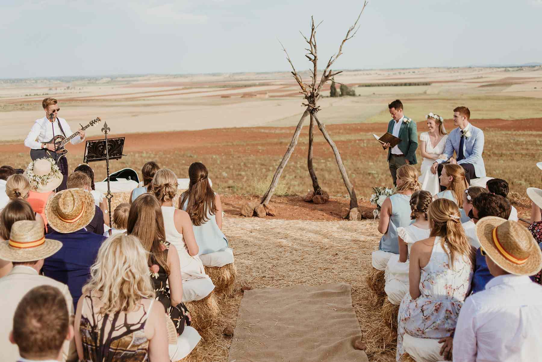 <p>Boho wedding ceremony</p><br><br>