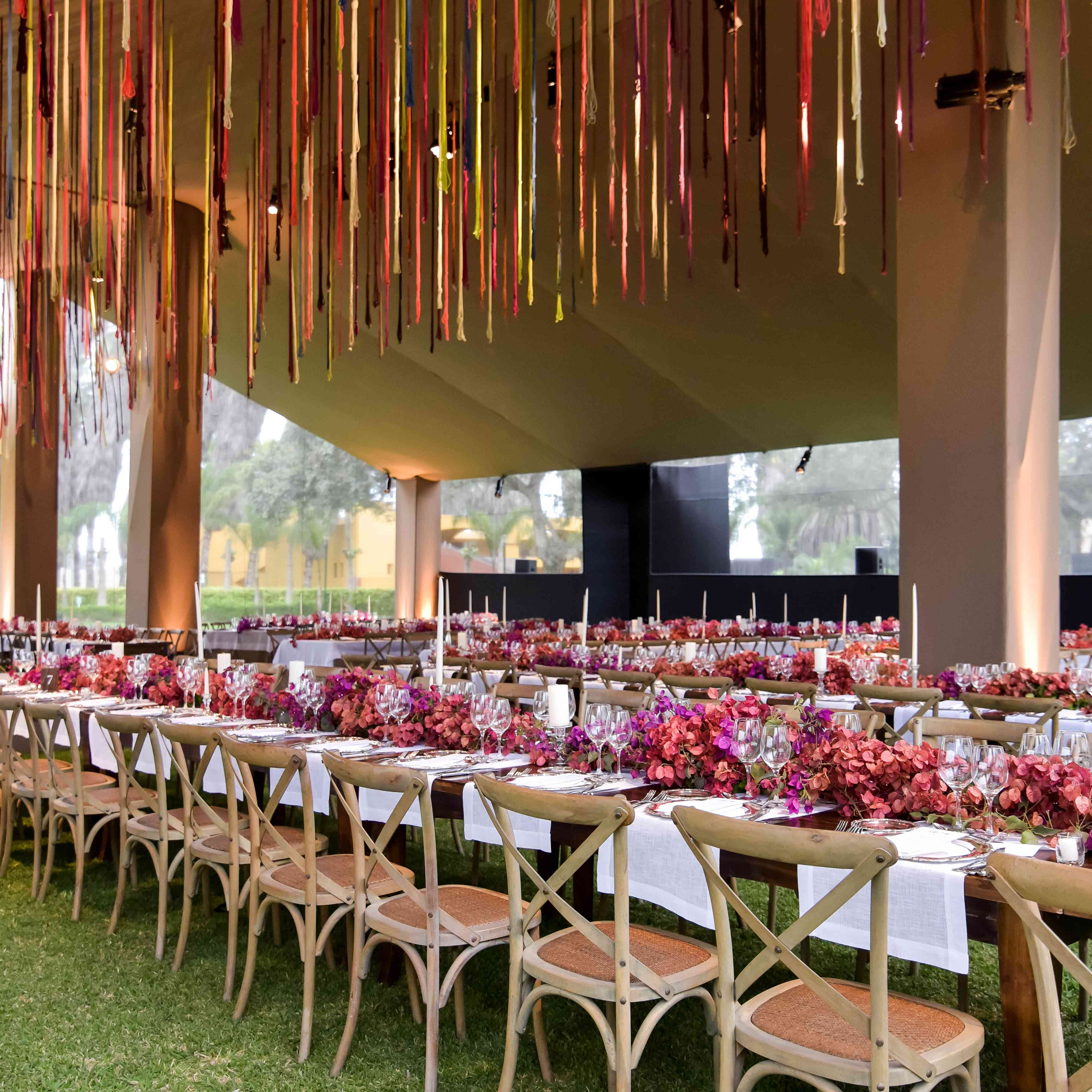 <p>Reception dinner table setting</p><br><br>