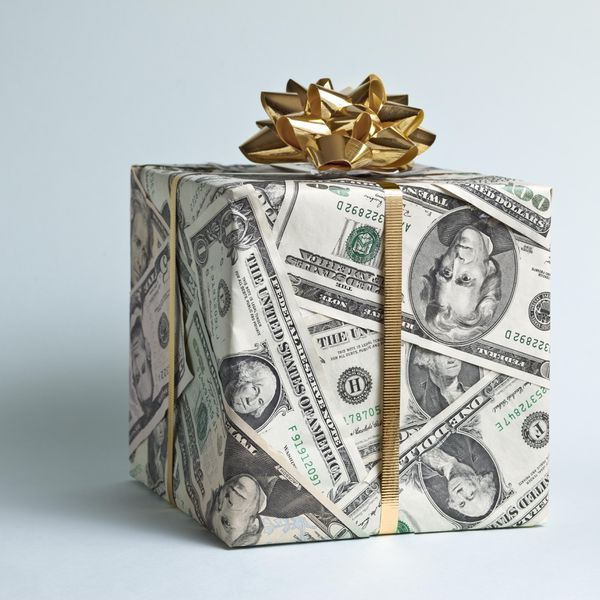 Gift Etiquette For Destination Weddings: Here's How Much Parents Pay For Their Children's Weddings