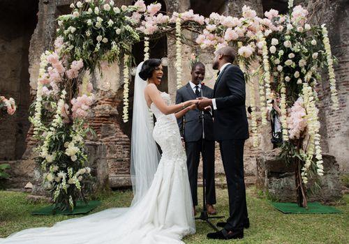 <p>bride laughing at altar</p>