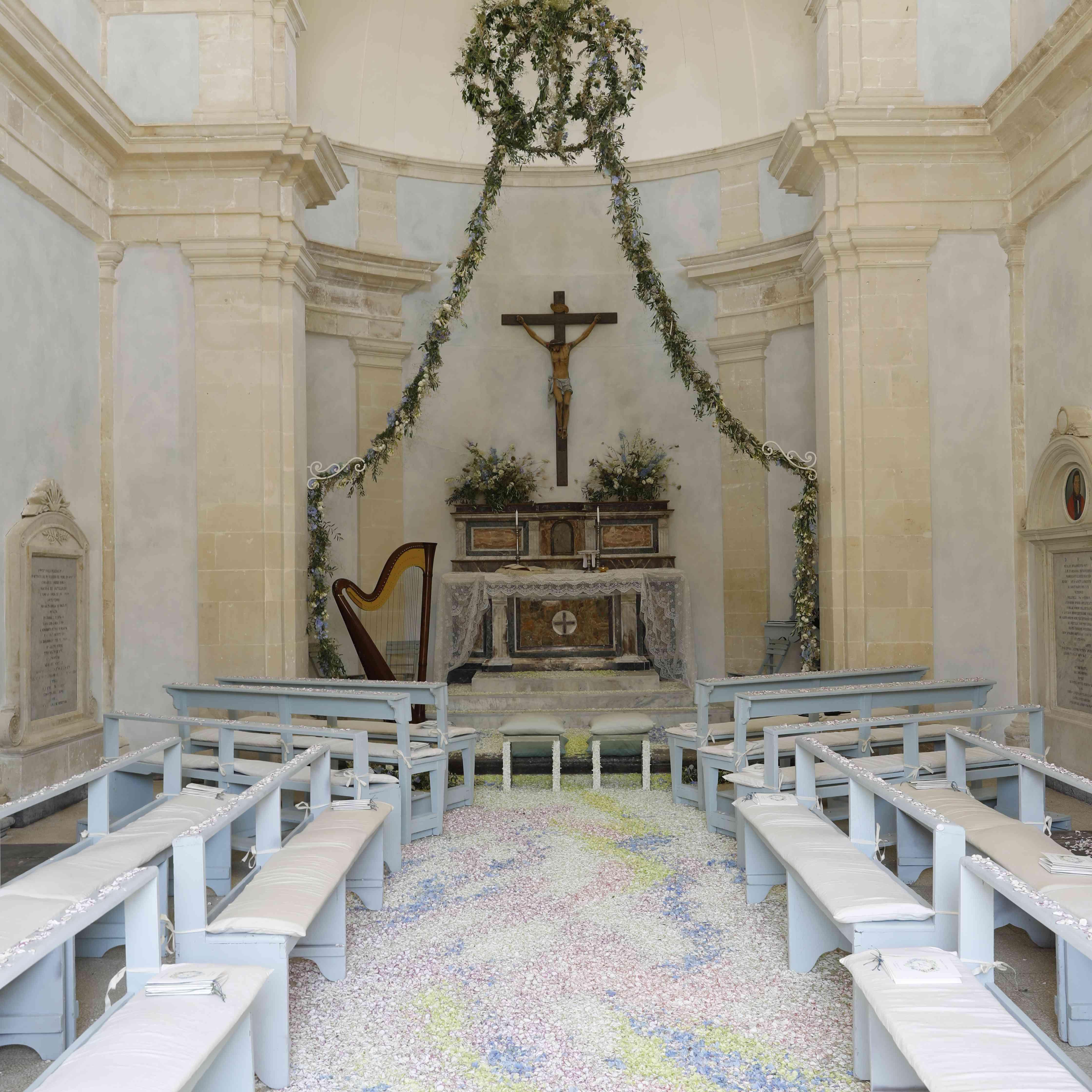 Wedding Chapel Decoration Ideas: 34 Stylish Wedding Aisle Decoration Ideas