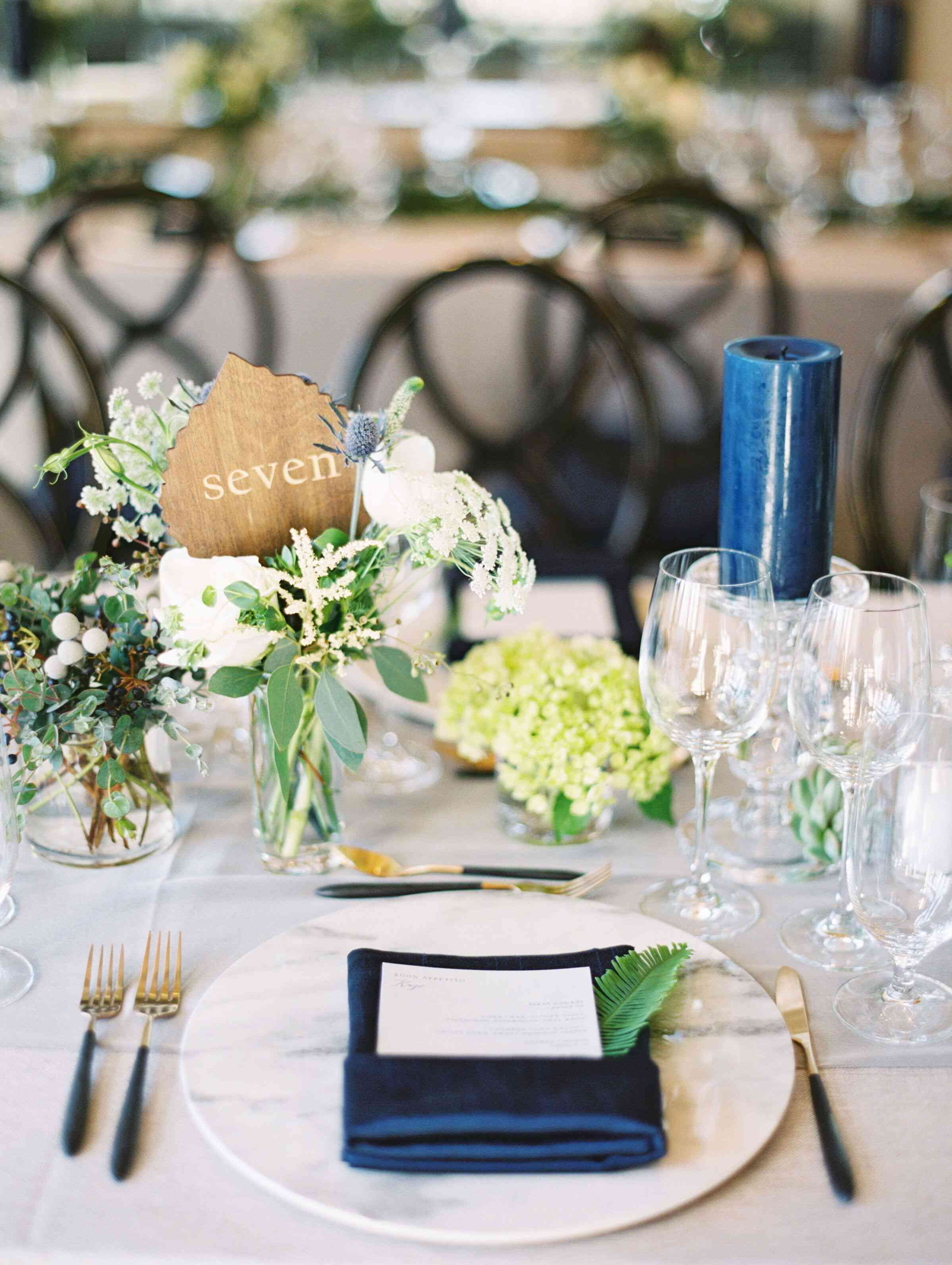 Using wooden leaf in a vase as a table number