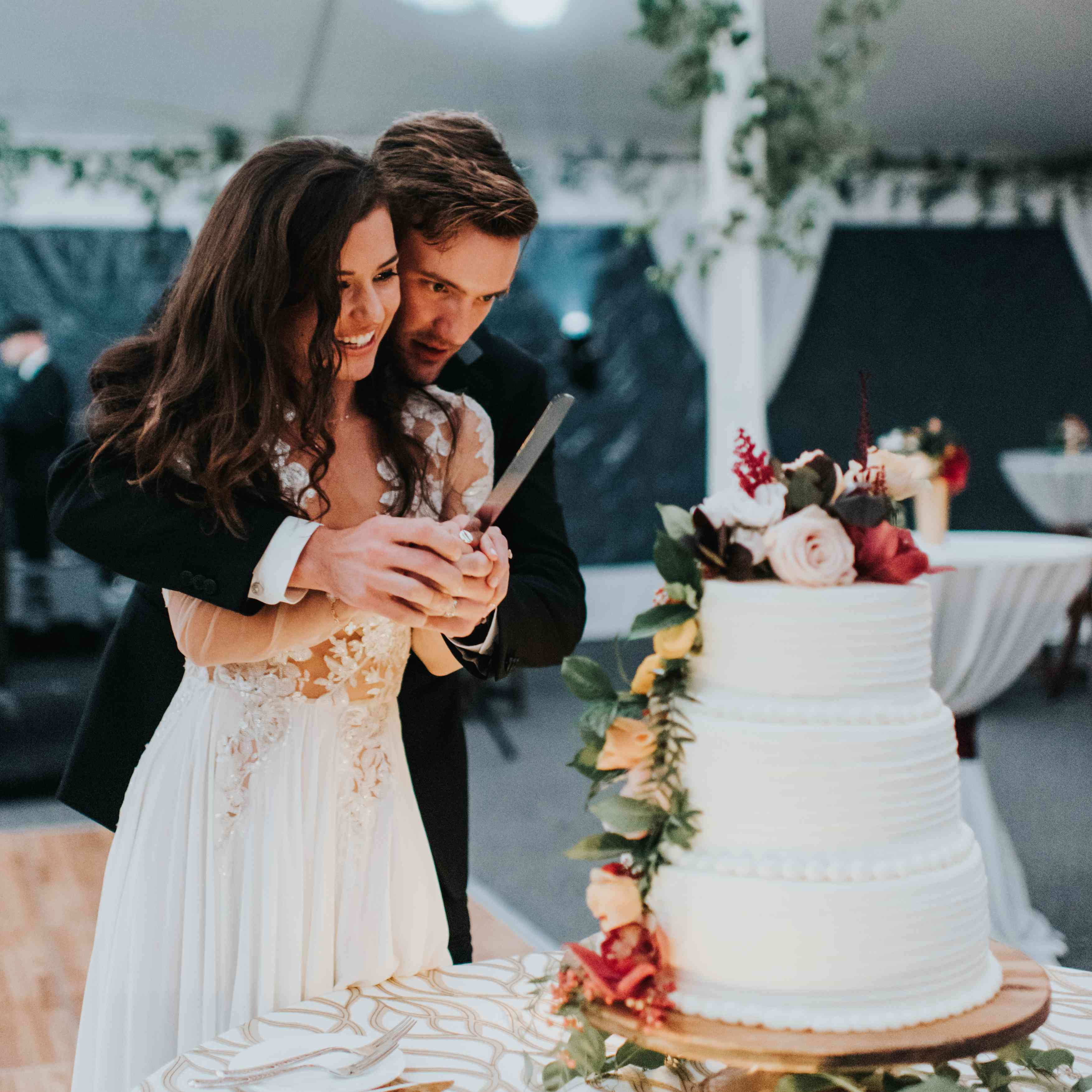 personalized michigan wedding, bride and groom cutting cake