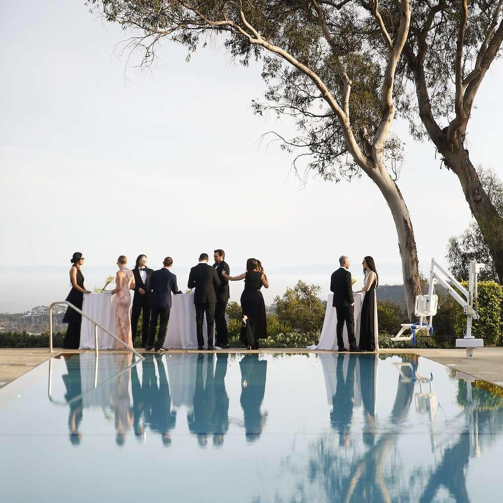 minimalist california wedding, pool cocktail hour
