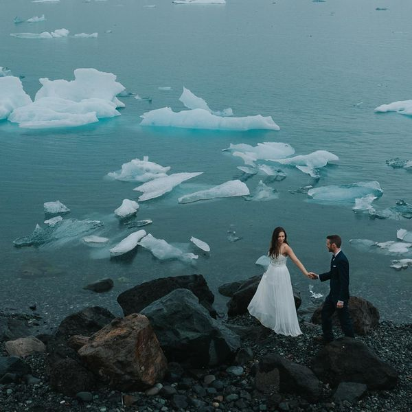 Couple walking next to a iceberg field in Iceland