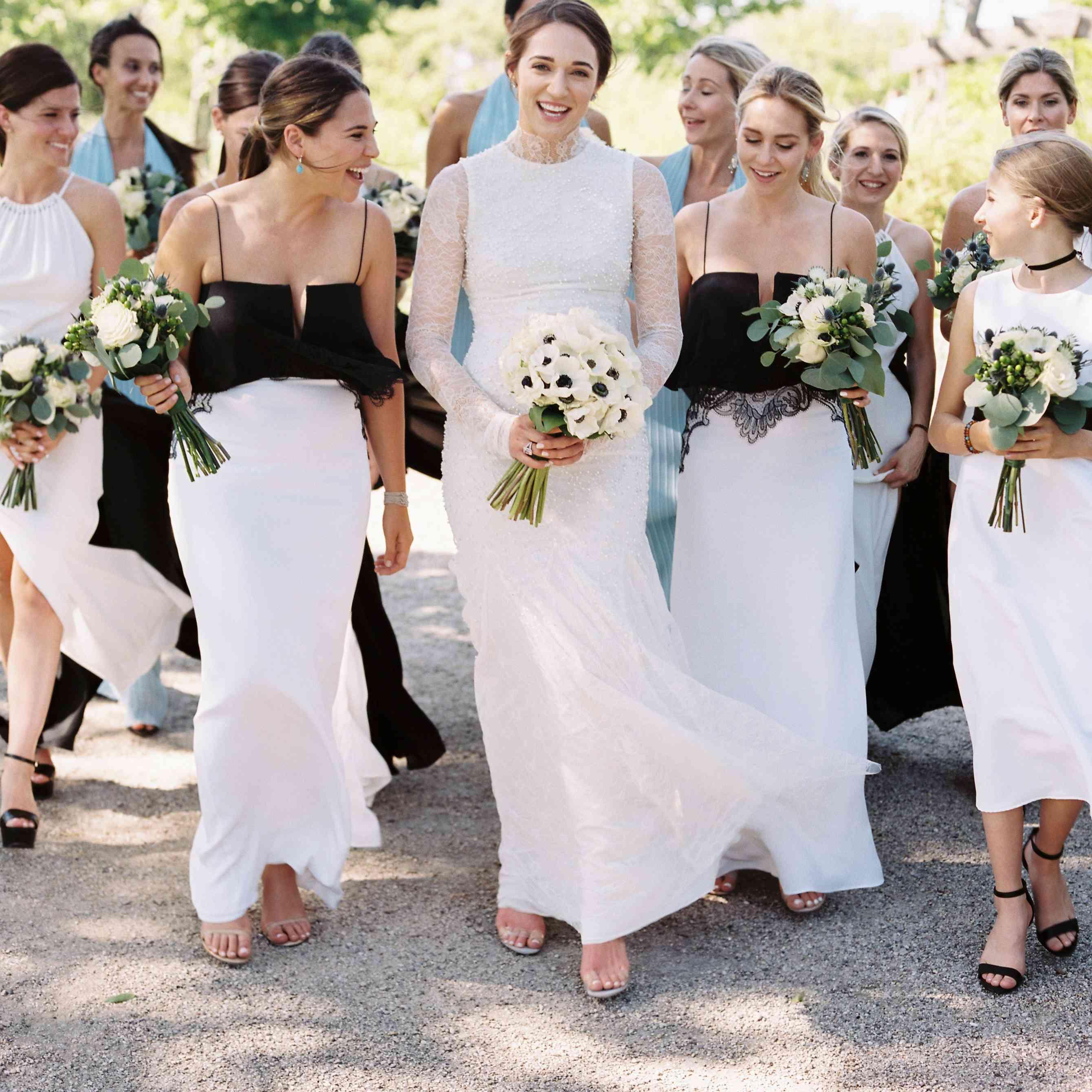 <p>Bride with bridal party</p><br><br>