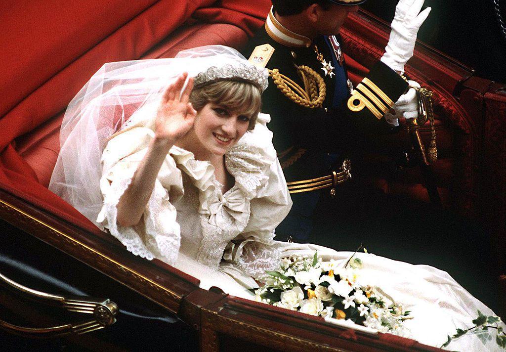 princess diana tiara and bouquet