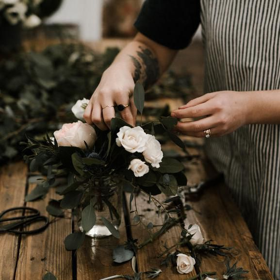 How Much Should You Tip Your Wedding Florist
