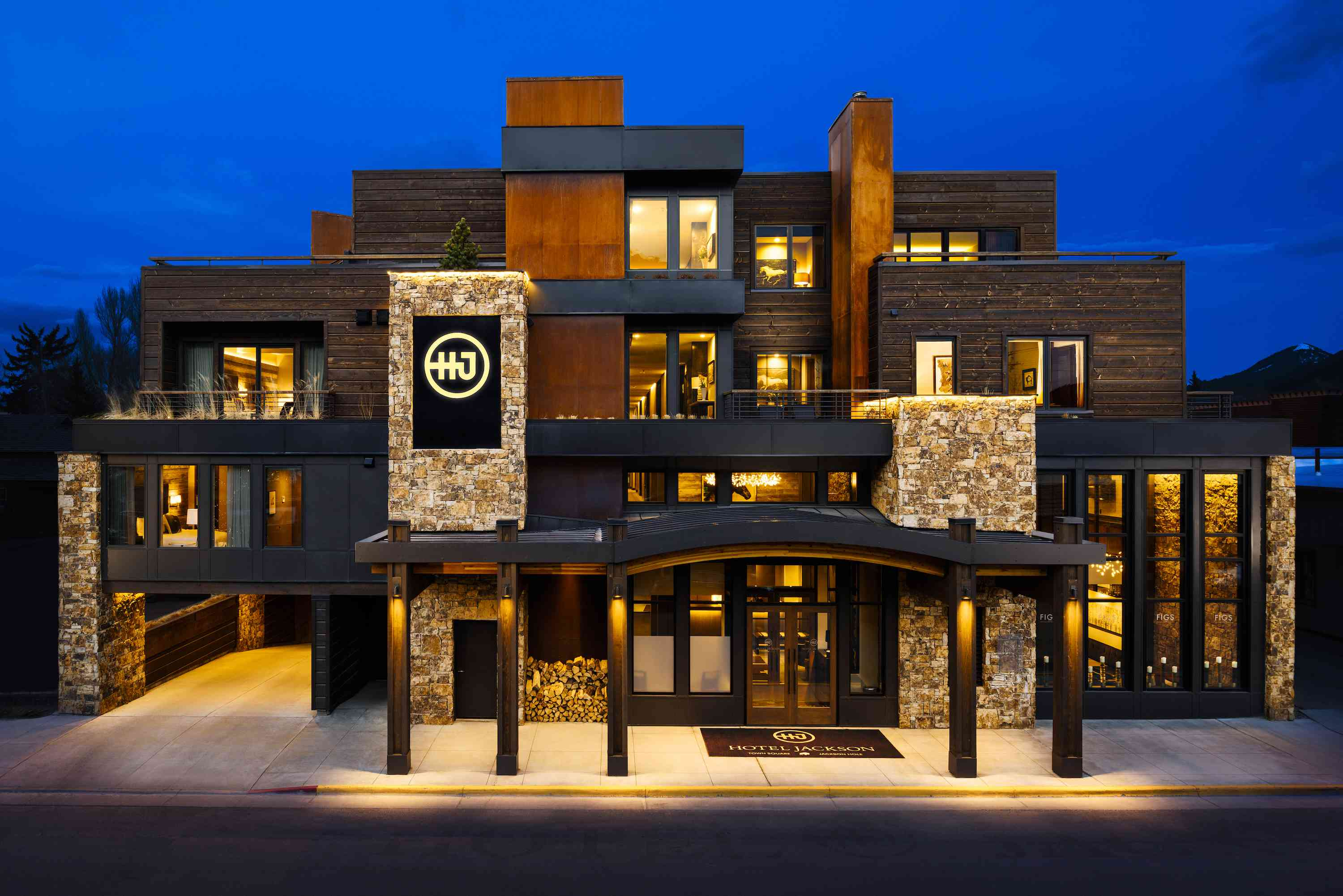 Nighttime view of Hotel Jackson in Jackson Hole, Wyoming