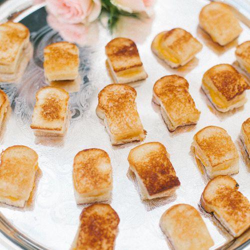 Late Night Snack Ideas For Weddings: Crowd-Pleasing Late-Night Wedding Snacks: The Comfort