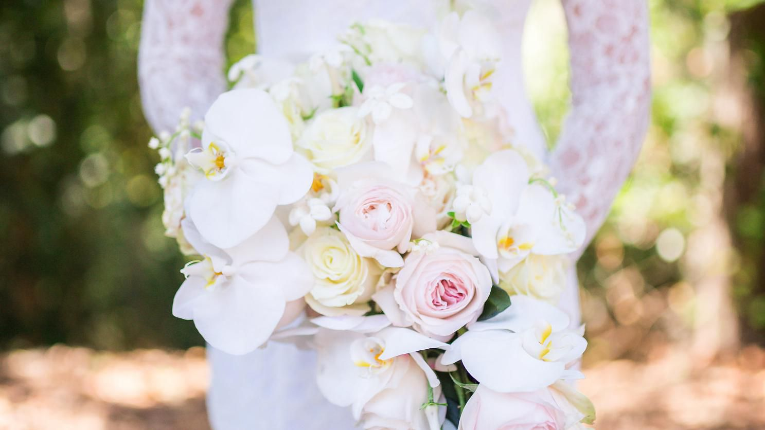 Your Most Pressing Wedding Flower Questions Answered