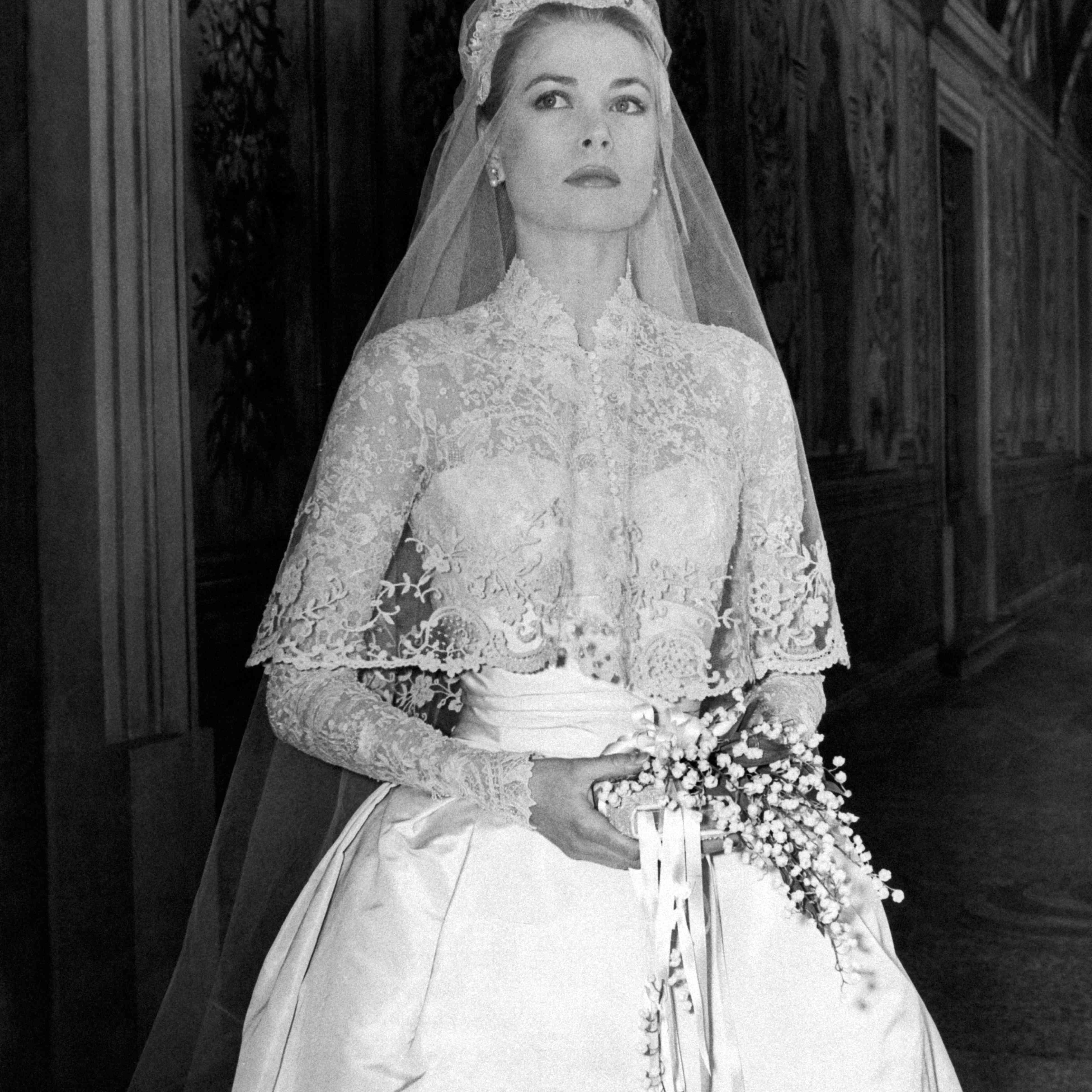 Grace Kelly in wedding dress with bouquet