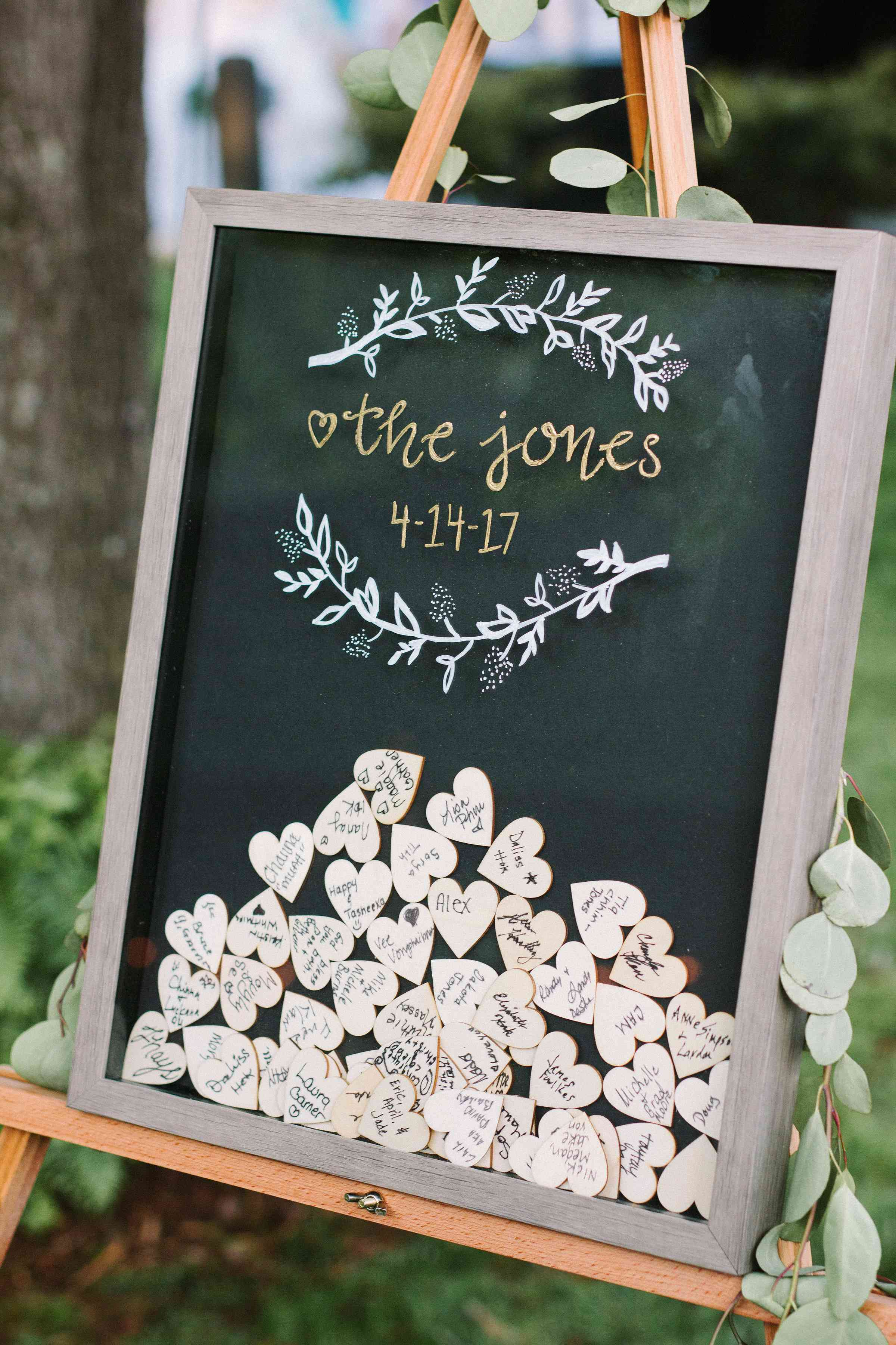 Shadow bow with hearts as wedding guest book