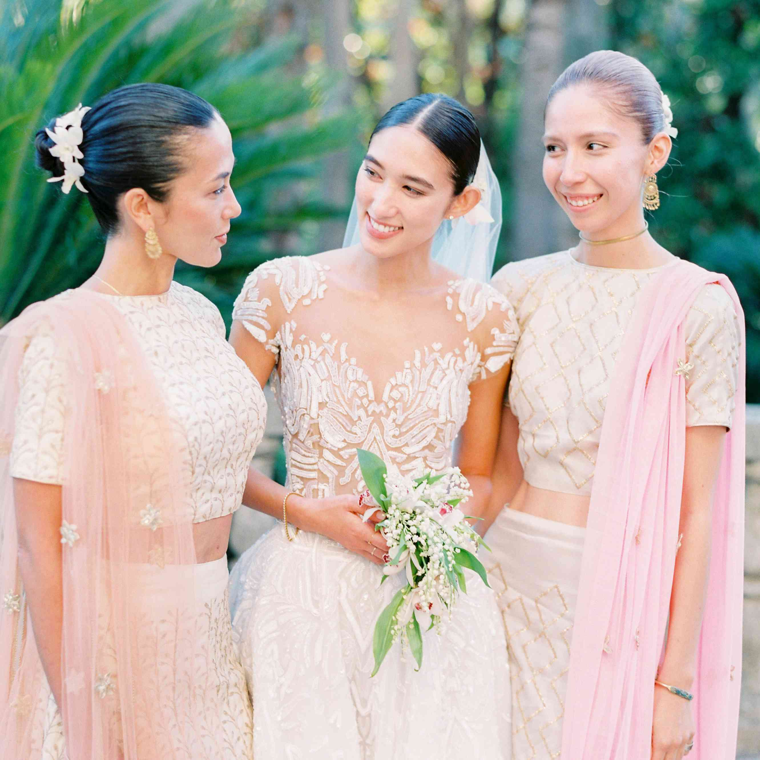 <p>bride with bridesmaids</p>