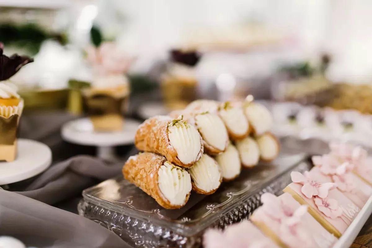 cannoli on dessert table