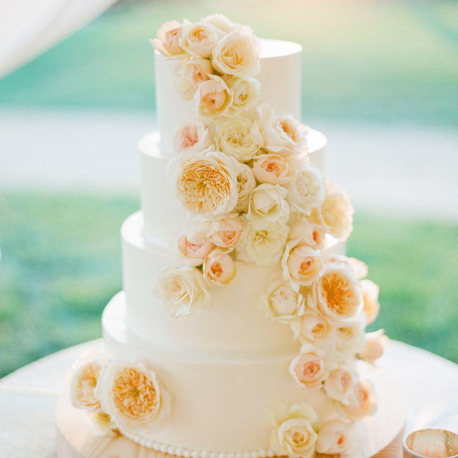 Whiten Wedding Cake with Garden Roses