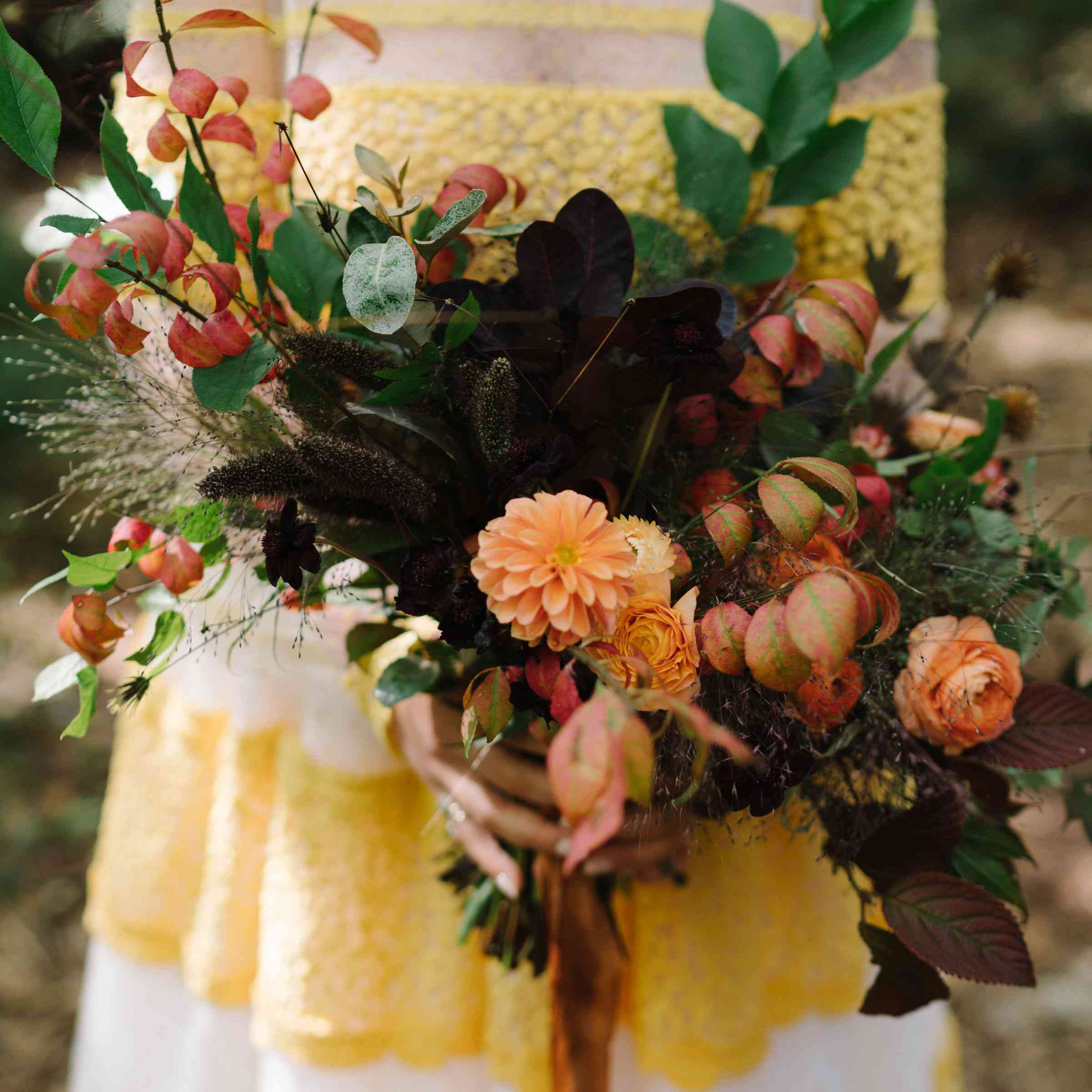 Rustic and wild bouquet for a wall wedding