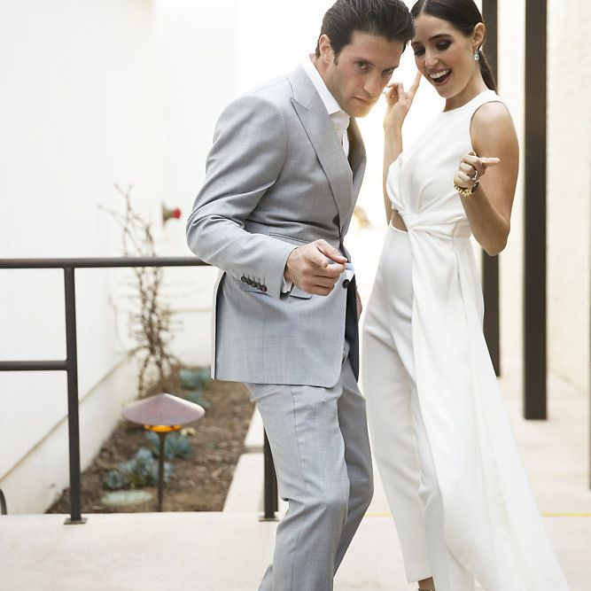 minimalist california wedding, bride and groom dancing