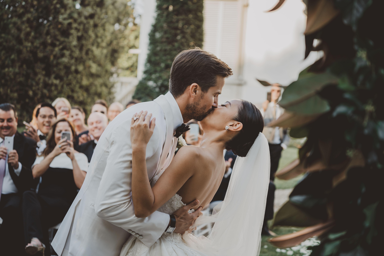 50 Romantic Wedding Kisses