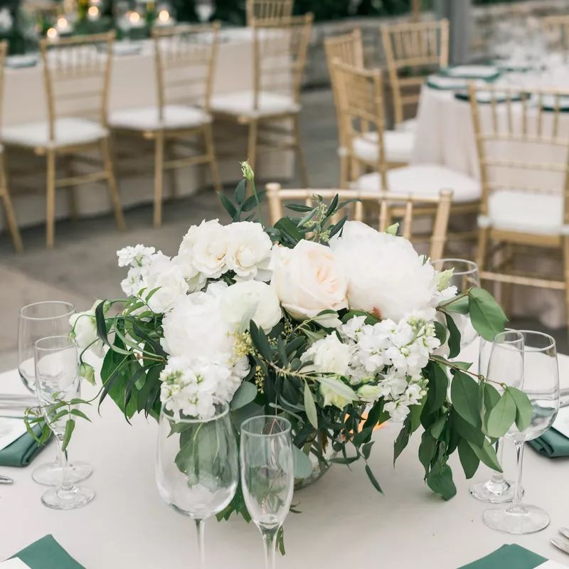 White roses and sweet peas in wedding centerpiece