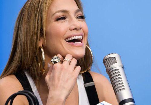 <p><p>Jennifer Lopez visits