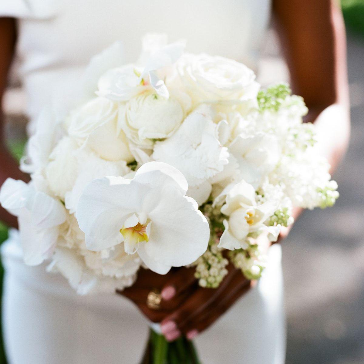 20 All White Wedding Flowers