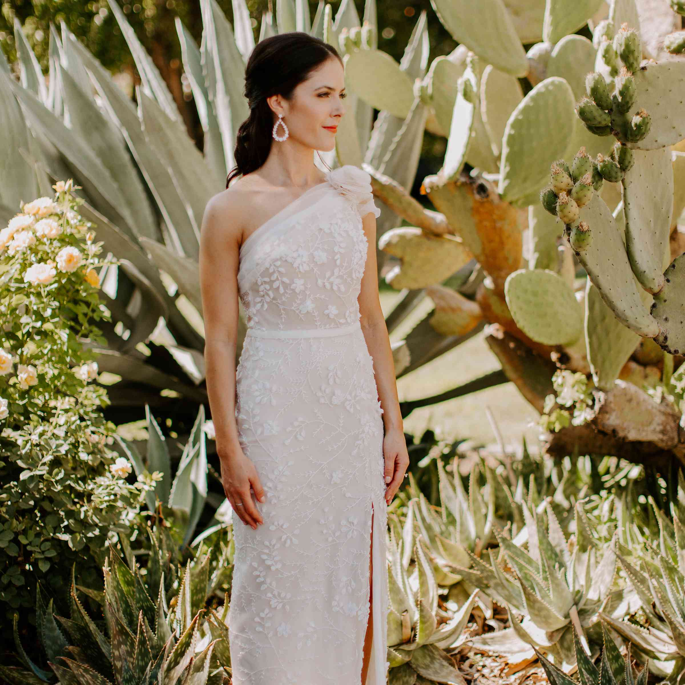 <p>bride one-shoulder wedding dress</p><br><br>