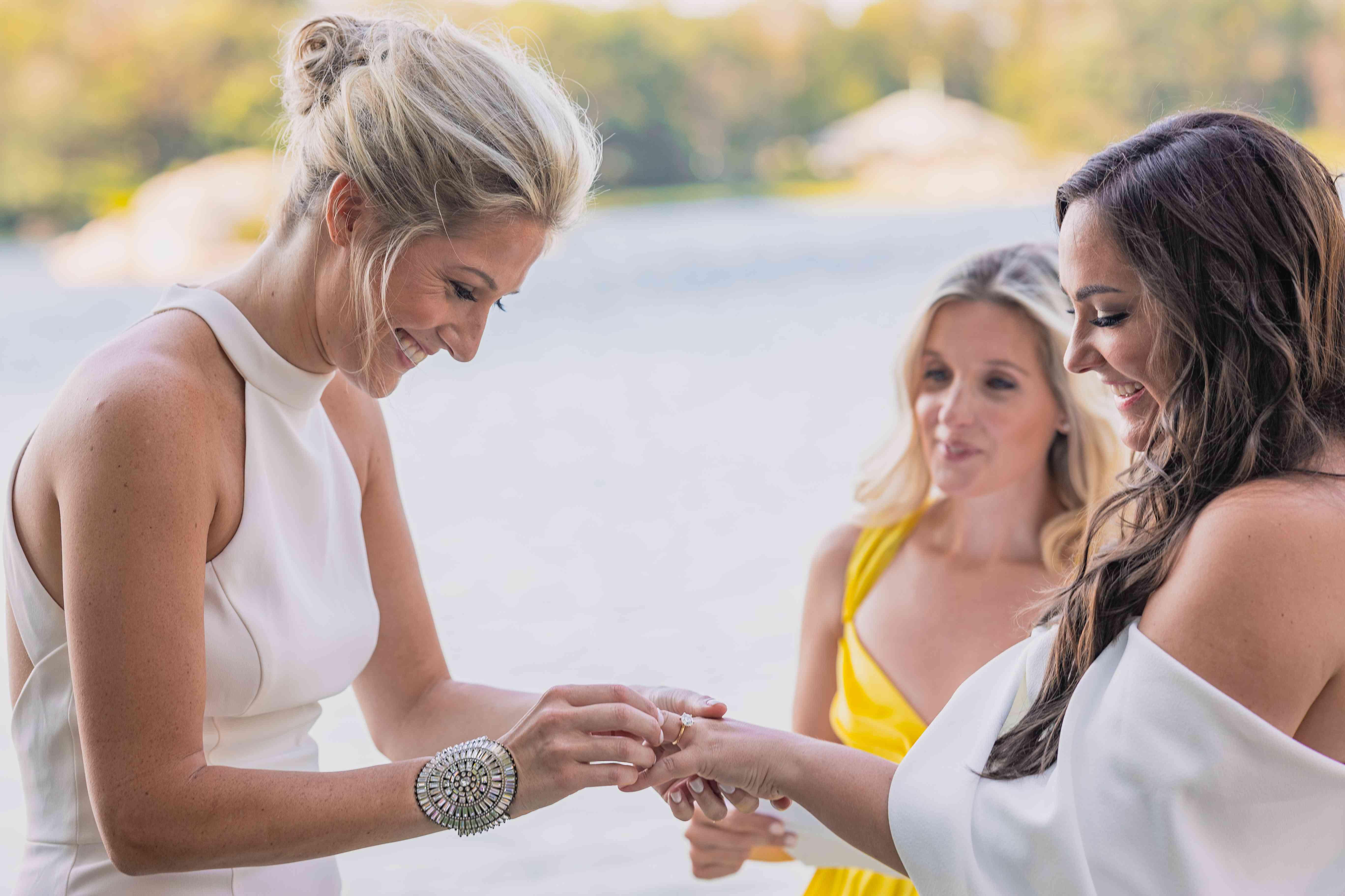bridesexchanging rings