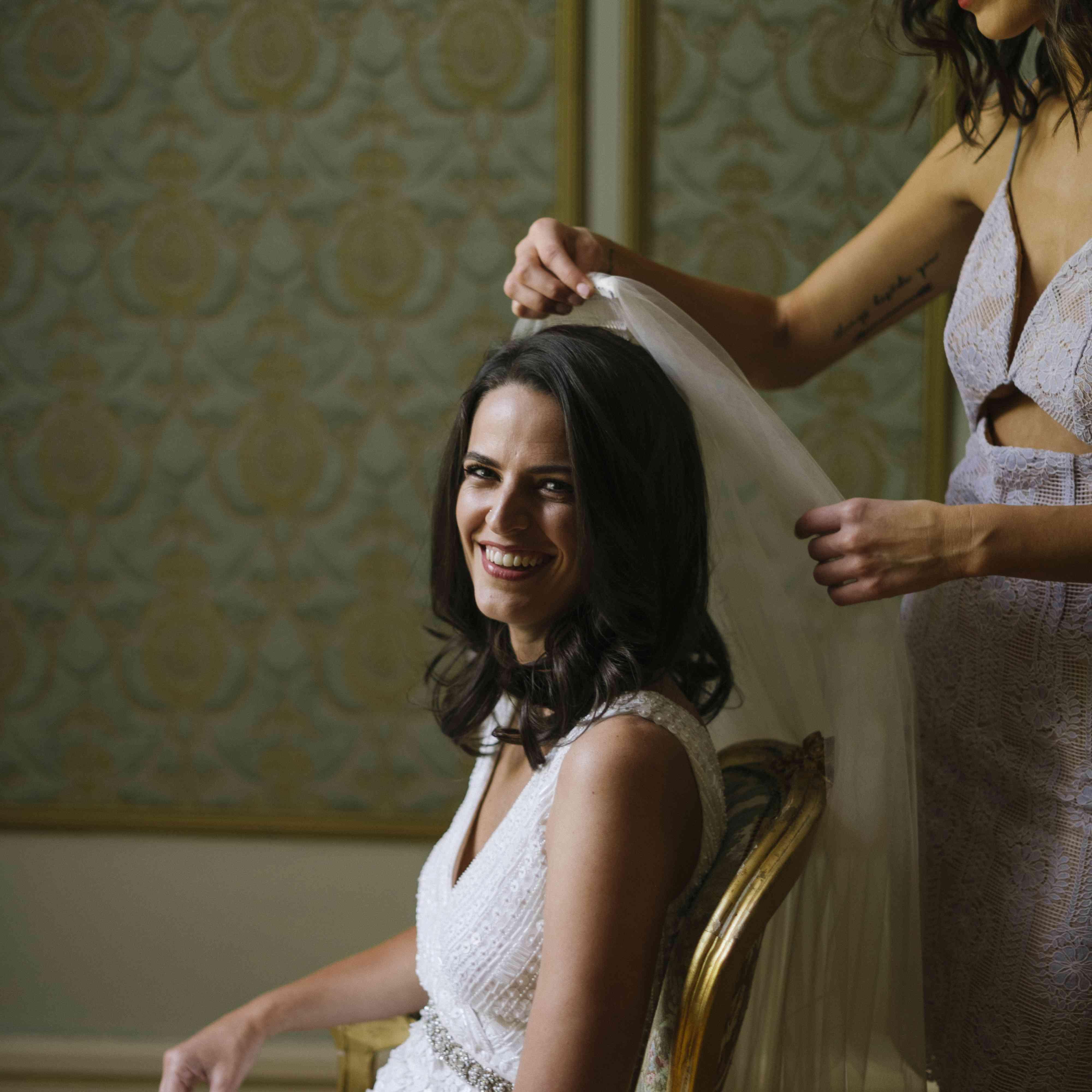 <p>bride getting ready</p><br><br>