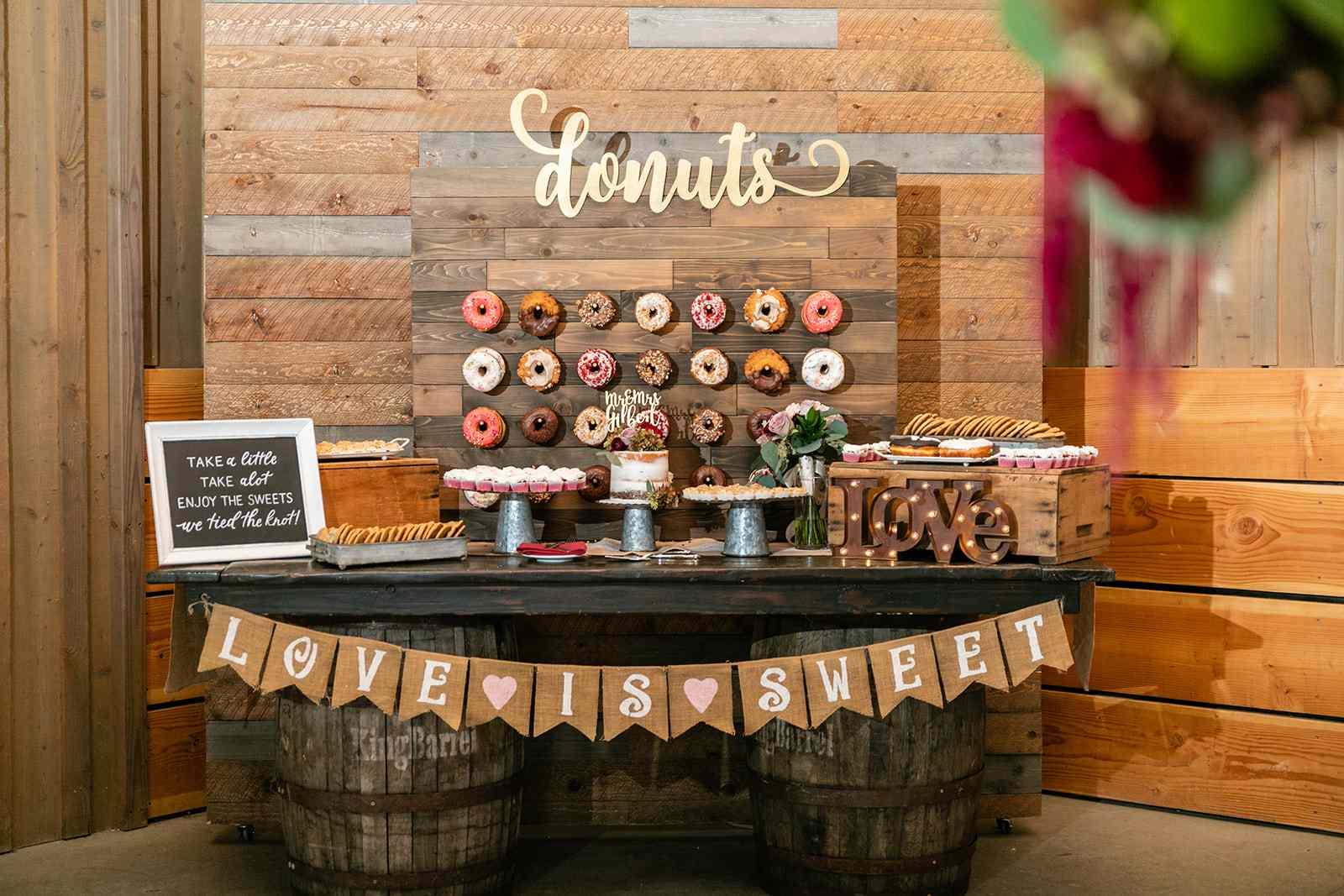 Shabby-Chic Doughnut Wall With Wine Barrels