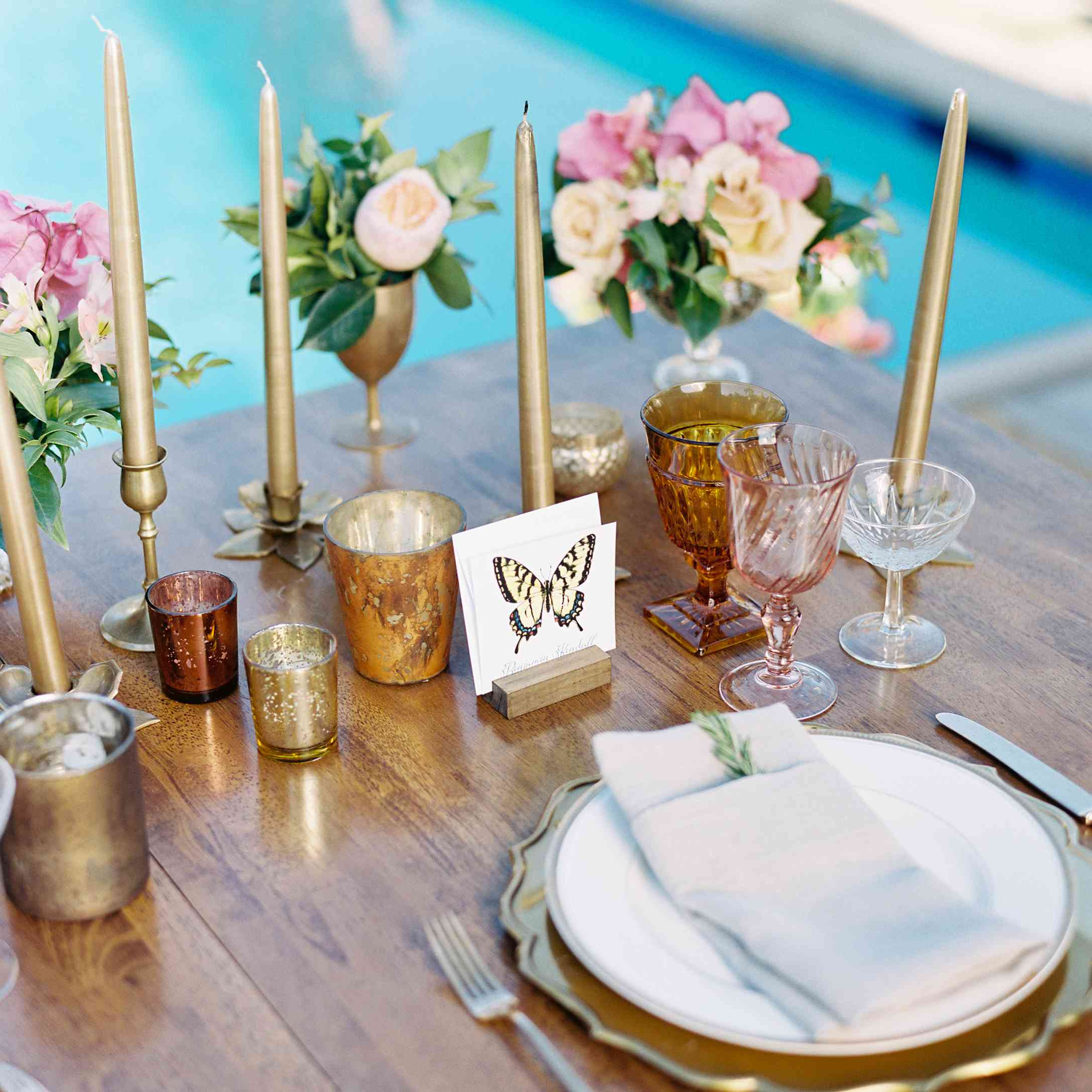 <p>Dinner table place setting</p>