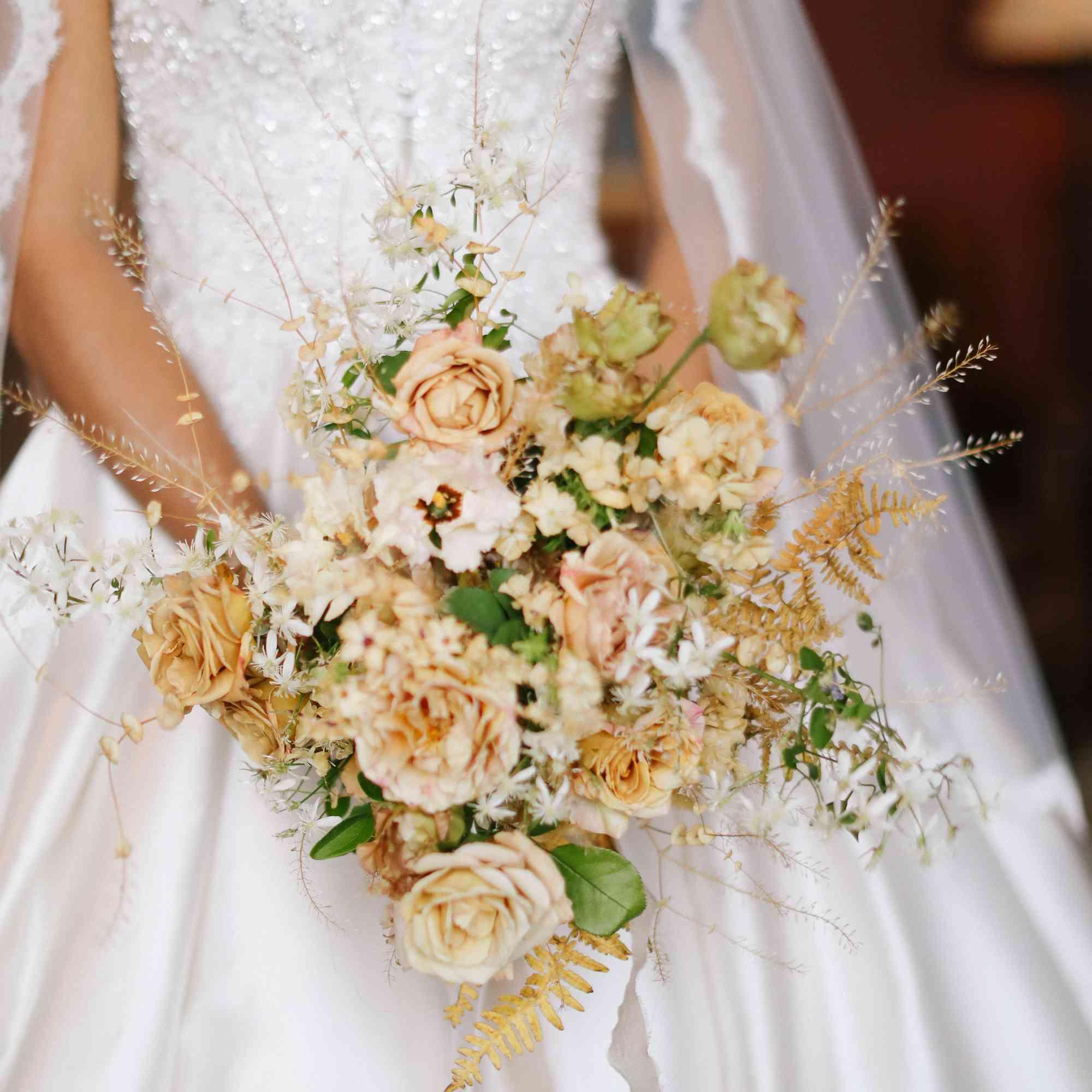 savannah and riker wedding, bouquet
